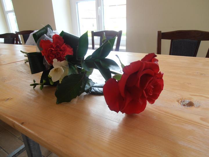 Amaterské fotky z naší svatby :-) - kytička pro maminky