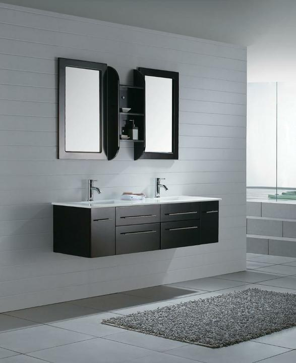 Kúpeľňa - Nooo, toto už je lepšie (až na tie zrkadlá a batérie). :-)
