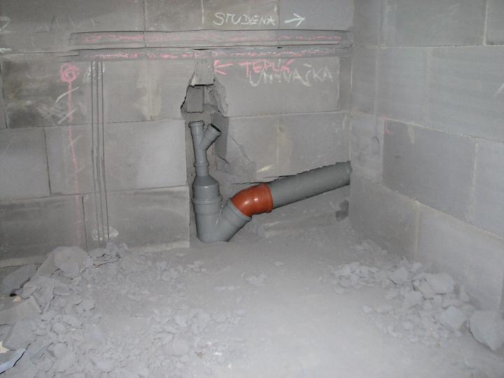 Upravený Bungalow 69 - 10.07.2010 - Kuchyňa s napojeným weckom z druhej miestnosti.