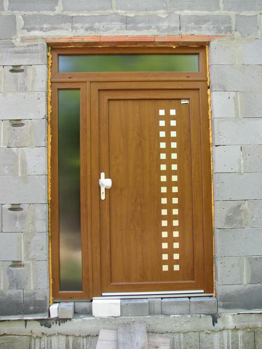 Upravený Bungalow 69 - 18.7.2010 - Dvere bez fólií. Myslela, že sa mi tie dvere uz nemôžu páčiť viac. :-D