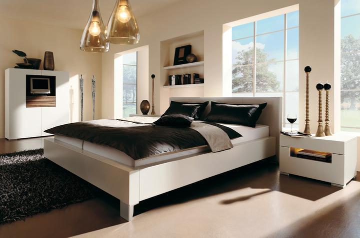 Spálňa - Luster prec, koberec vymenit za zeleny a som spokojna. :-)