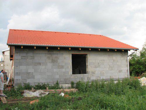 Upravený Bungalow 69 - 13.08.2009 - Hotojo :-) So strechármi a ich prácou sme veľmi spokojný. Škridlu sme dali Euronit.