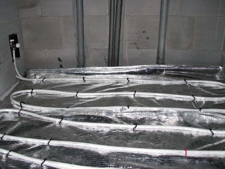 Upravený Bungalow 69 - 2.4.2011 - spiatočka z radiátora v kupelni - pripojenie na RTL ventil