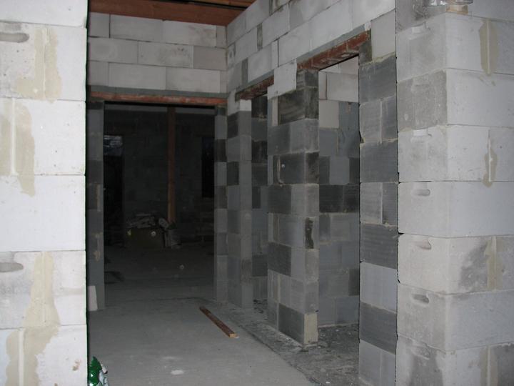 Upravený Bungalow 69 - 11.04.2010 - WC a bordeláreň (pohľad od vchodových dverí)