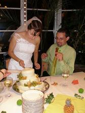 Krájení dortu - pustila jsem se do toho, manžel manažoval ;)
