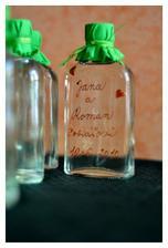 dárek pro svatebčany, slivovička z vlastnoručně nasbíraných švestiček
