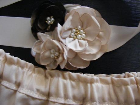 krémovy opasok k detskej sukni - Obrázok č. 1