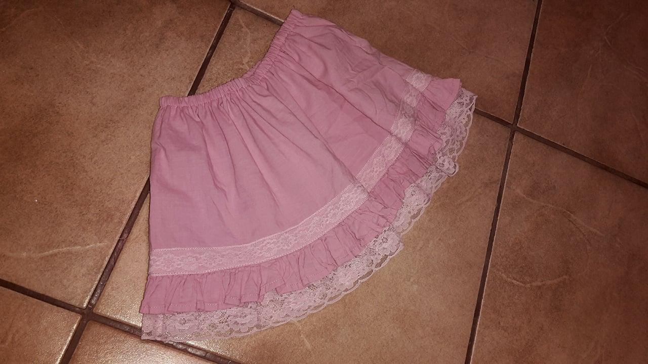 Ružová sukienka s čipkou veľk. 98/104 - Obrázok č. 1