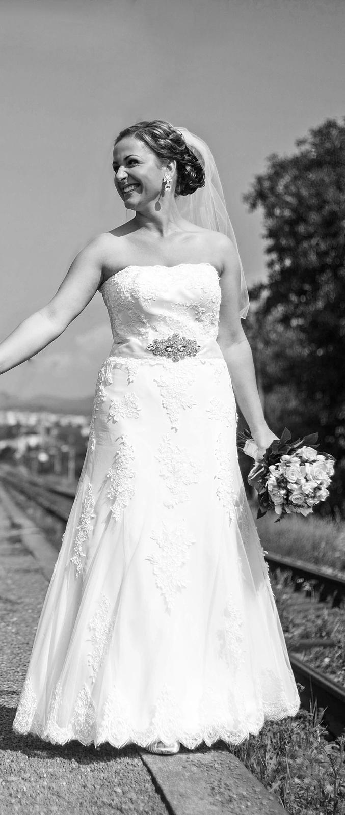 Krajkove svadobné šaty - Obrázok č. 1