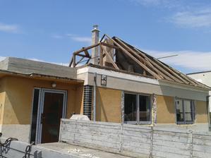 rekonstrukcia strechy pokračuje
