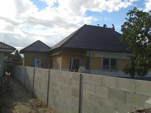 takmer hotová strecha-može pršať
