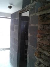 wc skoro hotové..aspoň vymurované