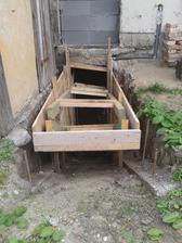 príprava šalovania pre nové schody do pivnice