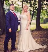 Překrásné svatební šaty vyšívané flitry a korálky, 42