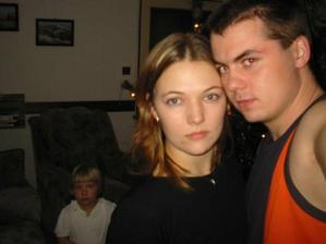 Vánoce 2004..ještě daleko do svatby... moc se těším na naše první opravdu společné Vánoce... 29.12. budeme mít 6.výročí od naší první pusy:)