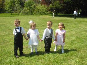 ... ze svatby Honzovy sestřenice ... ti dva fešáci budou řádit i na naší svatbě:)