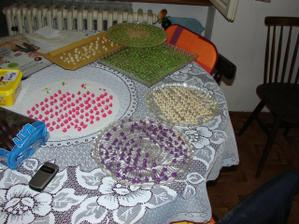ozdůbky na cukroví...vkastnoruční výroba Honzovy maminky