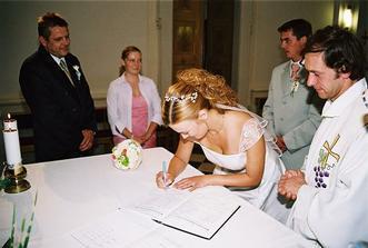 naposledy jsem se podepsala svým rodným příjmením-bylo mi u toho docela smutno:)