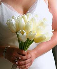 ...pôvodná kytica mala byť z tulipánov, ale v septembri....