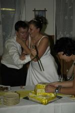 Chtěl zabít náš svatební dort :-)