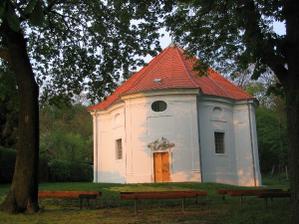 v tejto kaplnke v nádhernom parku budeme mať obrad