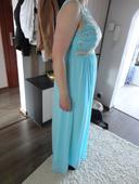bledomodré šaty, L