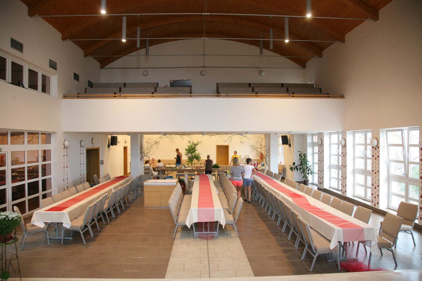 Dagmar{{_AND_}}Petr - Sál v kostele se na jednu sobotu proměnil na svatební sál