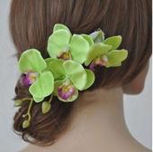 Květy do vlasů - zelené orchidee na skřipci,