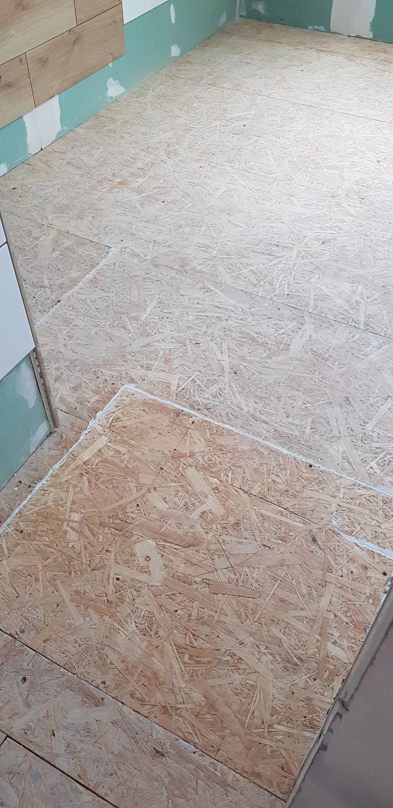 Podkroví - Konečně zavřená podlaha. Za chvili bude spojeno patro A s patrem B  🤣🤟🤟 ale na jiném místě