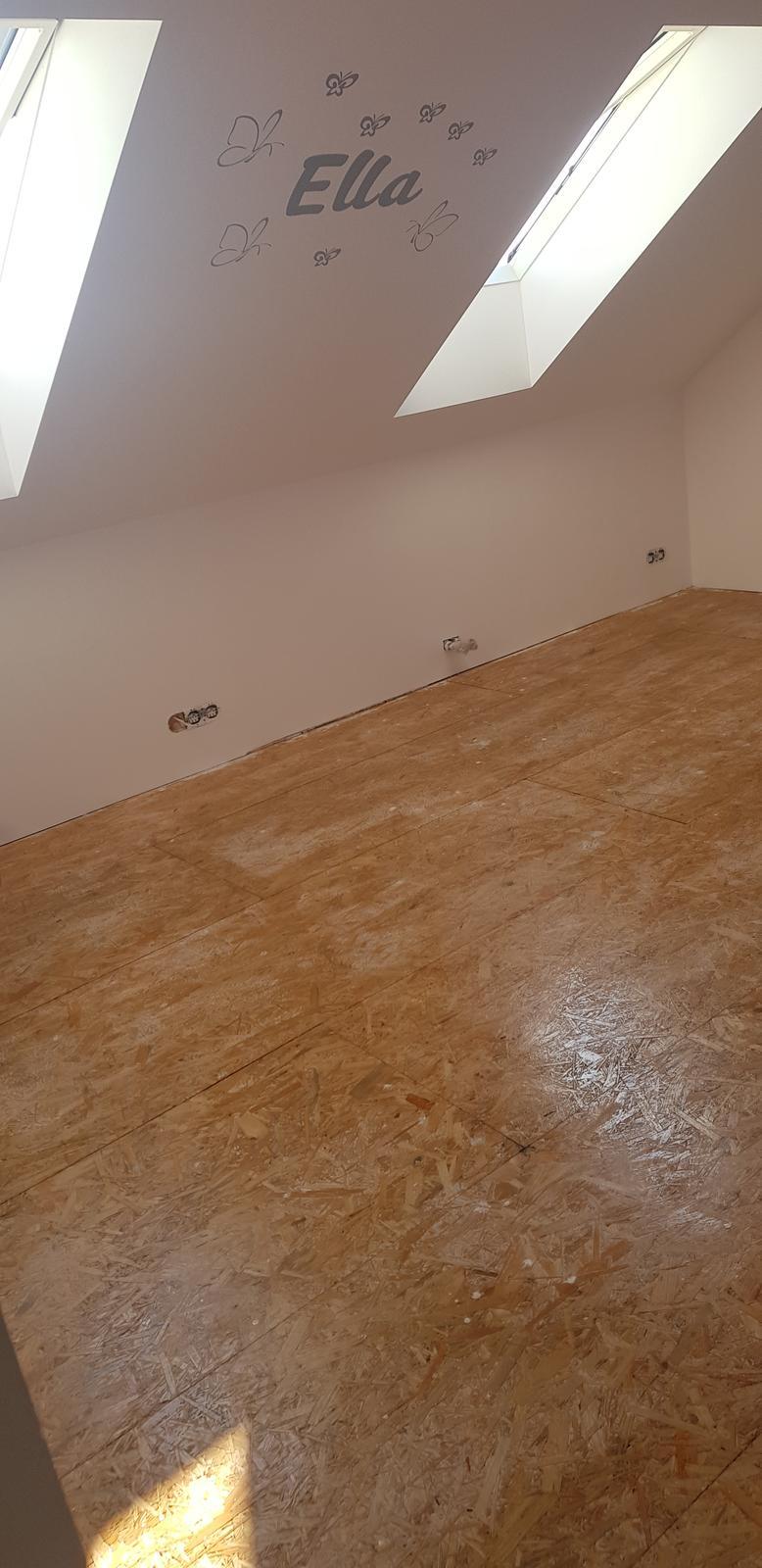 Podkroví - Než přijde koberec natřeno lakem :)