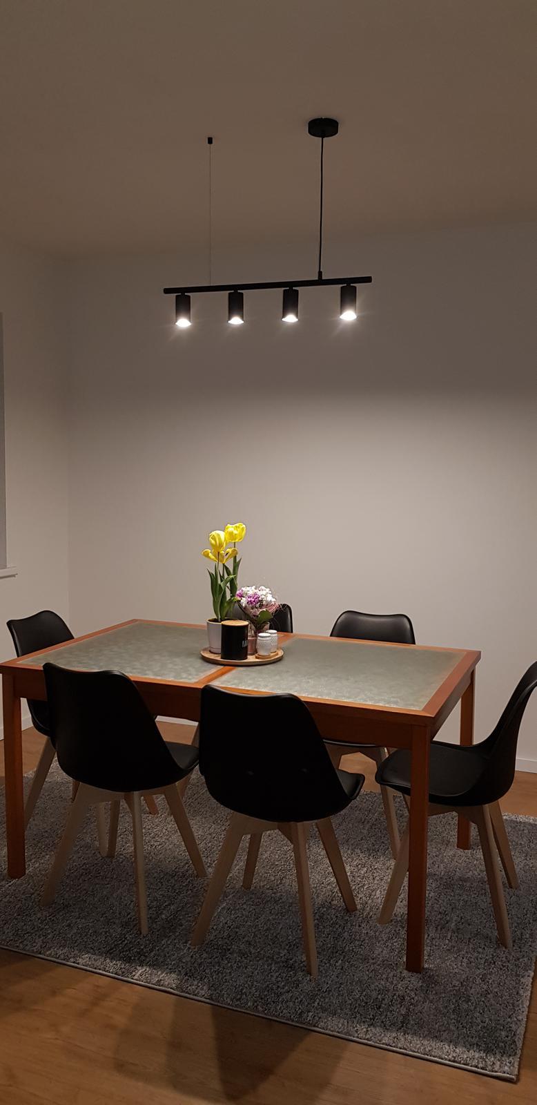 Podkroví - Ještě chybí stůl, dnes přišlo světlo a je úžasné, poprvé můj internetový nákup předčil mě očekávání