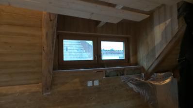 Zakázkové okno nad schodištěm