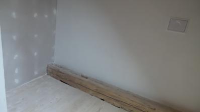 Starý trám se bude čistit a zůstane jako dekorace.