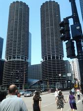 Těmto mrakodrapům se říká kukuřice