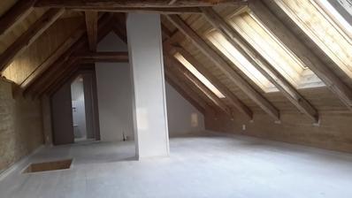 První nátěr podlahy proveden.