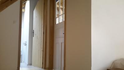 Prosadila jsem si staré dveře s barevnými tabulkami,fotka to nevystihuje.