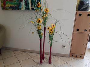 Koupila jsrm si nové vázy,dobře se aranžují,ale zase rychle vadnou květy,protože rychle klesá hladina vody.