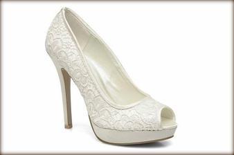 Moje krásne topánočky k mojim krásnym šatičkám <3