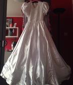 Svatební šaty s mašlí do vlasů a obalem, 38