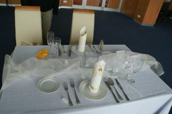 naše zkouška stolů v hotelu Avanti - v konferenčním sále