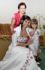 s maminkou a sestřičkou ráno doma