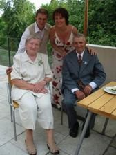 svatebčané, ze kterých jsem měla největší radost - babička s dědouškem