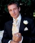 Oblek mého budoucího manžela by mohl vypadat podobně jen kravata by byla do žluta