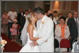A první NOVOmanželský polibek ...