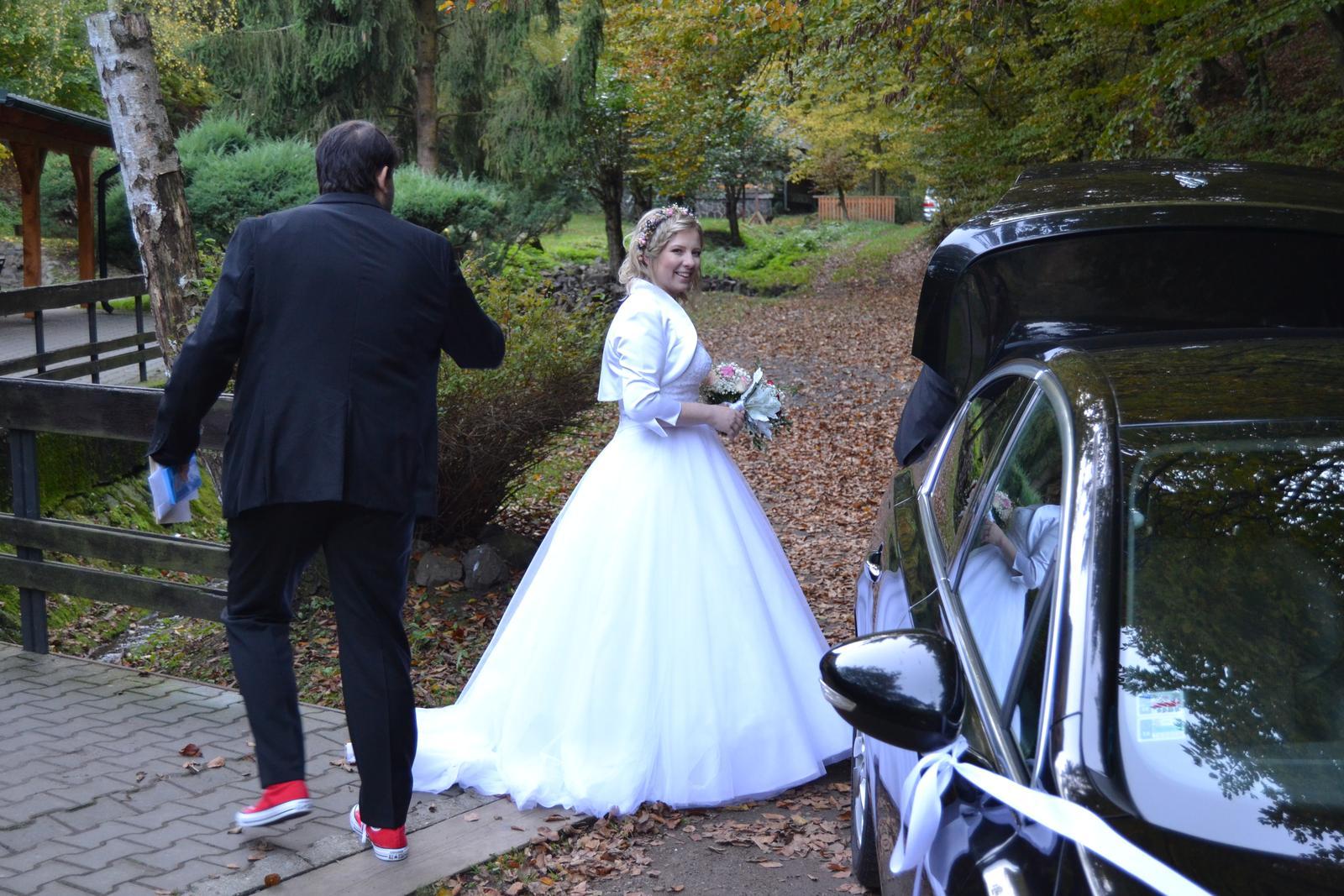 Korzetové svadobné šaty - Obrázok č. 4