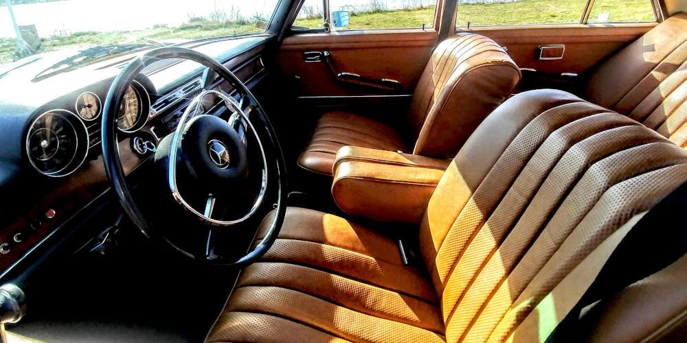 autonasvadbu - Mercedes interiér