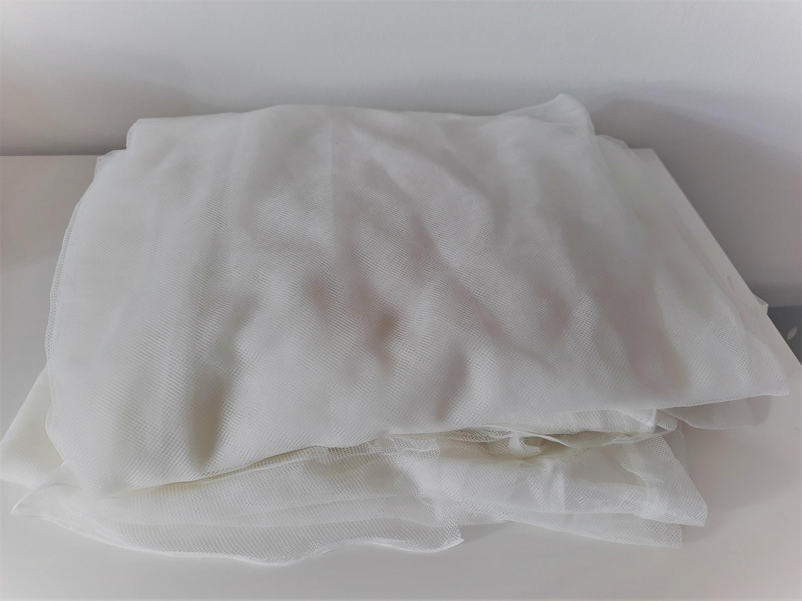 Bílé záclony LILL Ikea - 2 páry - Obrázek č. 1