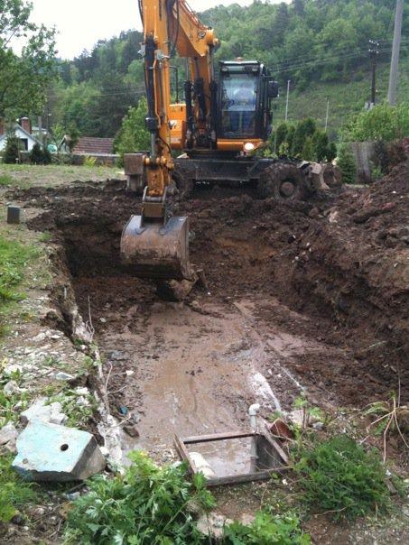 Pokračování našeho stavebního úsilí :)) - 19.5. monolit je pryč, ted už jen vyzdít větší a hezčí..:-)