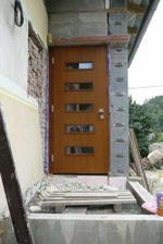 a naše dveře..