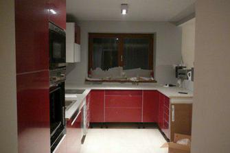 ale už to vypadá jako kuchyň:)